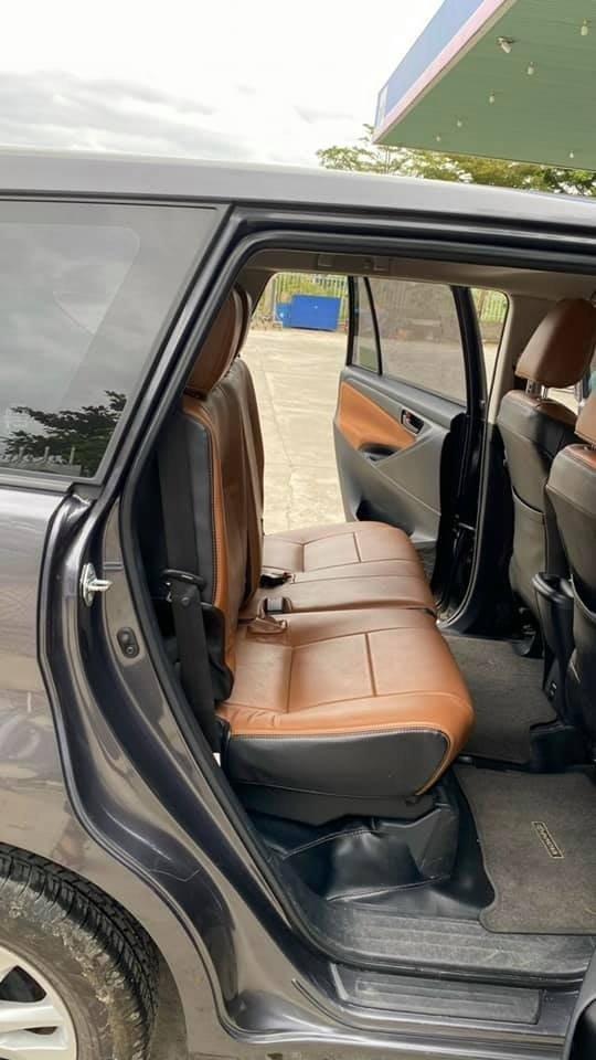 Cần bán lại xe Toyota Innova năm sản xuất 2019, màu xám, giá tốt (1)