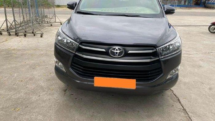Cần bán lại xe Toyota Innova năm sản xuất 2019, màu xám, giá tốt (2)
