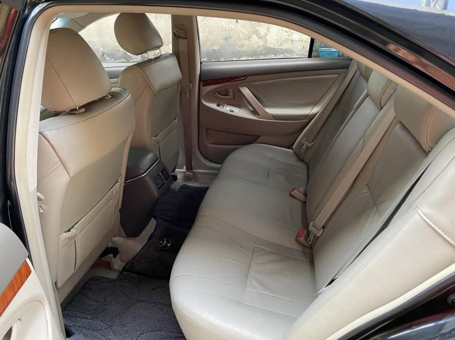 Bán xe Toyota Camry 2.4G năm sản xuất 2011, màu đen chính chủ (11)