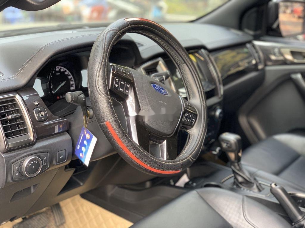 Cần bán gấp Ford Everest năm 2019, màu đen, nhập khẩu nguyên chiếc (10)