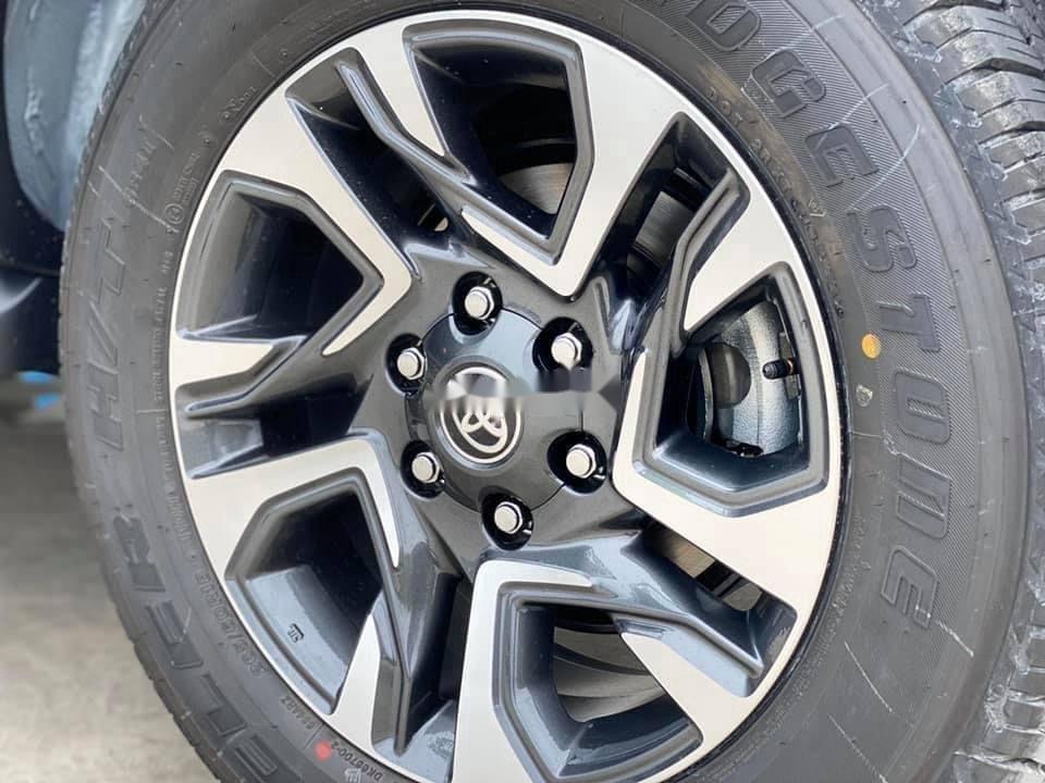 Bán Toyota Fortuner năm sản xuất 2020, màu trắng, giá tốt (5)
