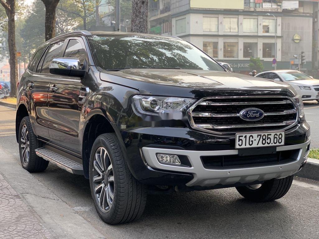 Cần bán gấp Ford Everest năm 2019, màu đen, nhập khẩu nguyên chiếc (2)