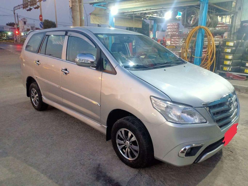 Cần bán xe Toyota Innova năm sản xuất 2013 còn mới (8)