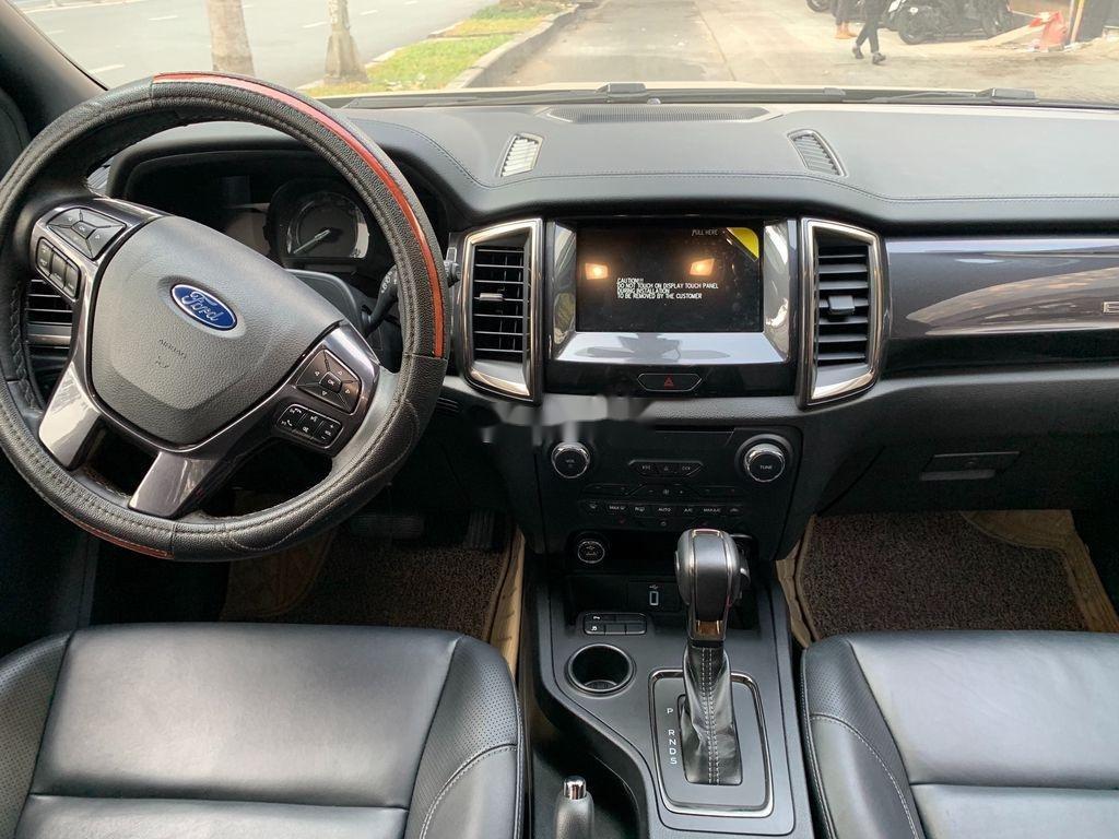 Cần bán gấp Ford Everest năm 2019, màu đen, nhập khẩu nguyên chiếc (9)