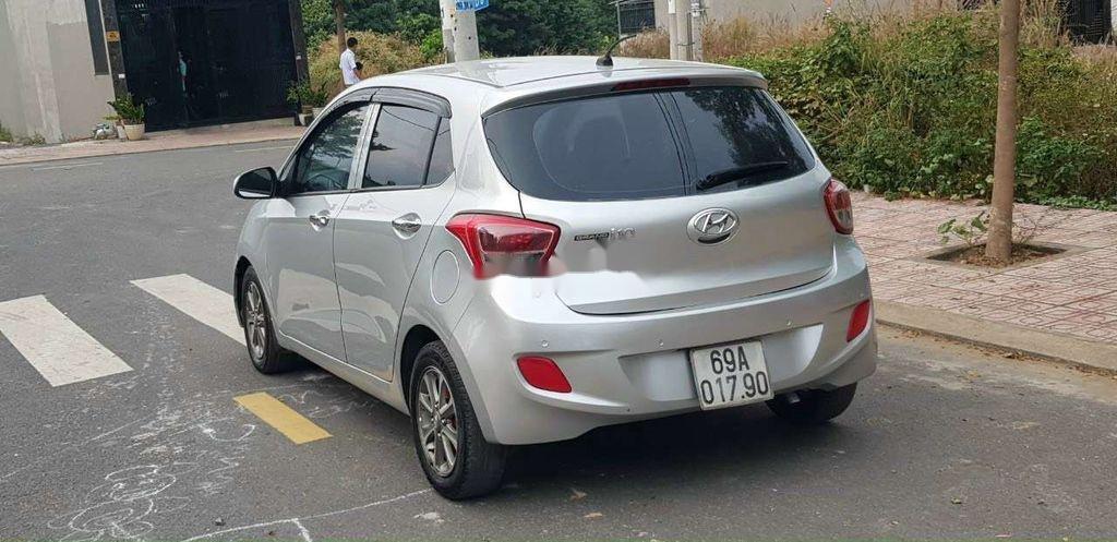 Cần bán gấp Hyundai Grand i10 đời 2015, màu bạc, xe nhập (3)