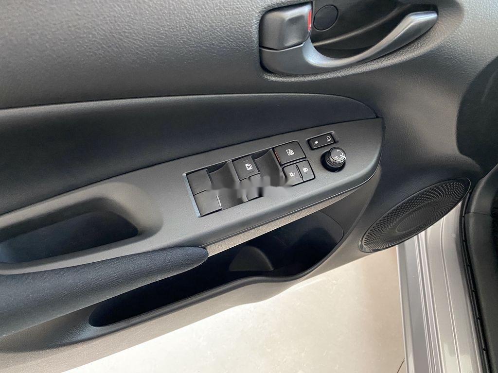 Bán Toyota Vios đời 2021, màu bạc (3)