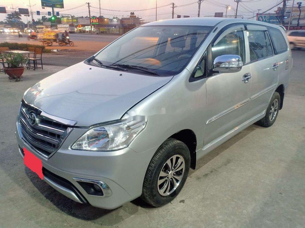 Cần bán xe Toyota Innova năm sản xuất 2013 còn mới (1)