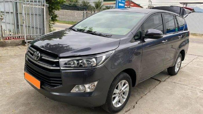 Cần bán lại xe Toyota Innova năm sản xuất 2019, màu xám, giá tốt (3)