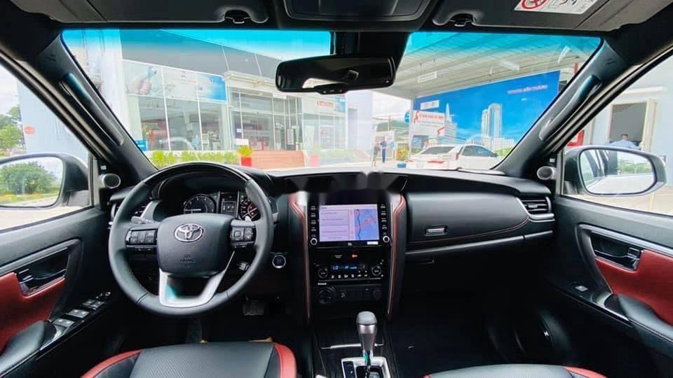 Bán Toyota Fortuner năm sản xuất 2020, màu trắng, giá tốt (6)