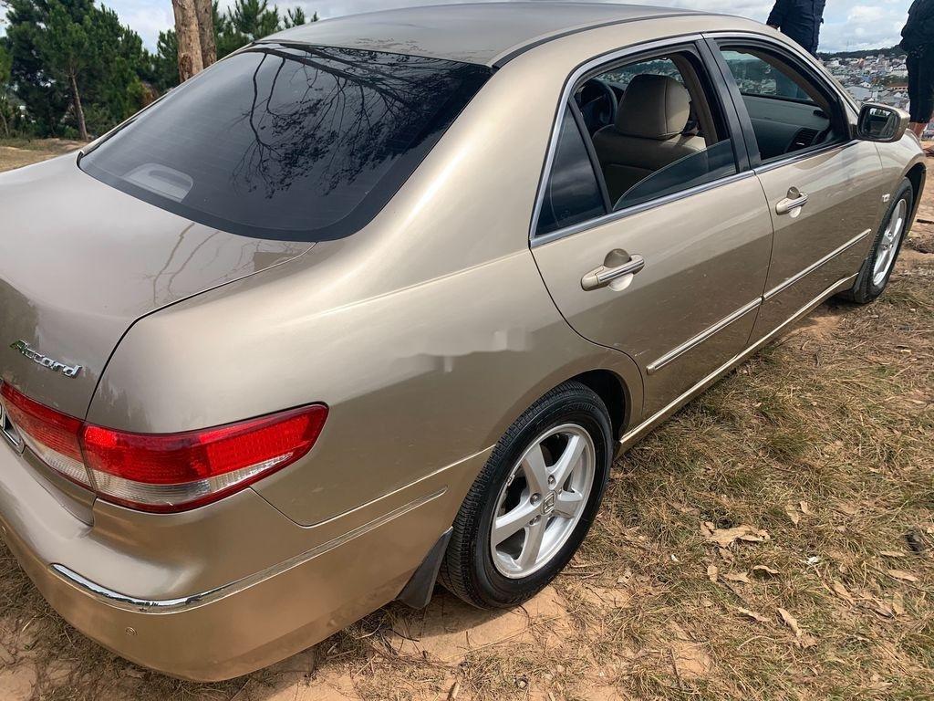 Cần bán xe Honda Accord năm sản xuất 2004, màu vàng, nhập khẩu (3)