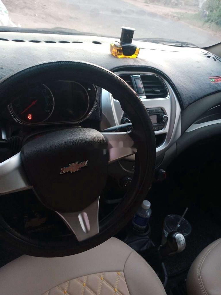 Cần bán gấp Chevrolet Spark năm sản xuất 2018, màu trắng chính chủ, giá 235tr (3)