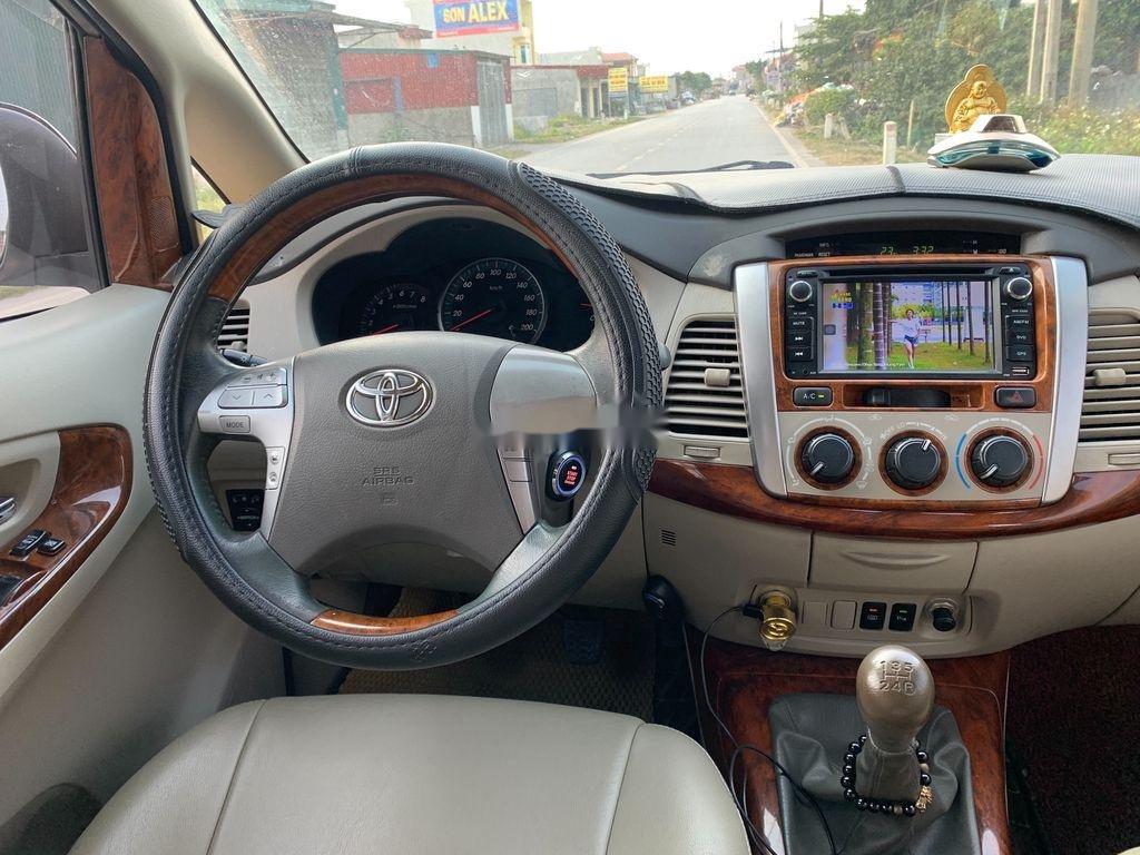 Cần bán Toyota Innova sản xuất 2015 còn mới giá cạnh tranh (6)