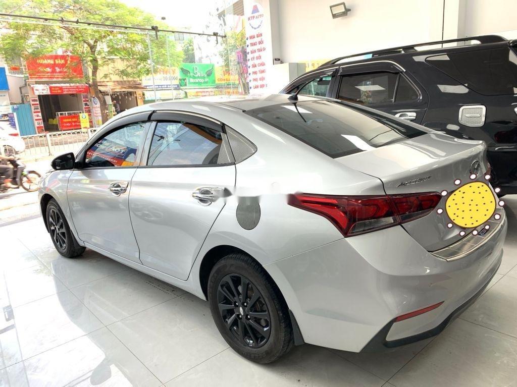 Cần bán Hyundai Accent năm sản xuất 2018 còn mới (12)