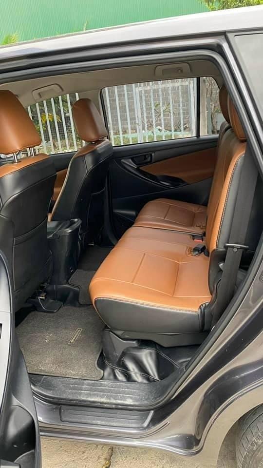 Cần bán lại xe Toyota Innova năm sản xuất 2019, màu xám, giá tốt (5)