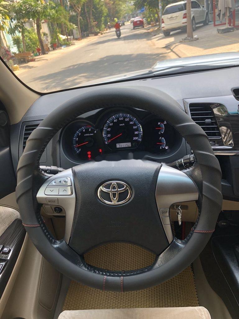 Cần bán Toyota Fortuner năm sản xuất 2014, màu bạc chính chủ, giá 655tr (9)