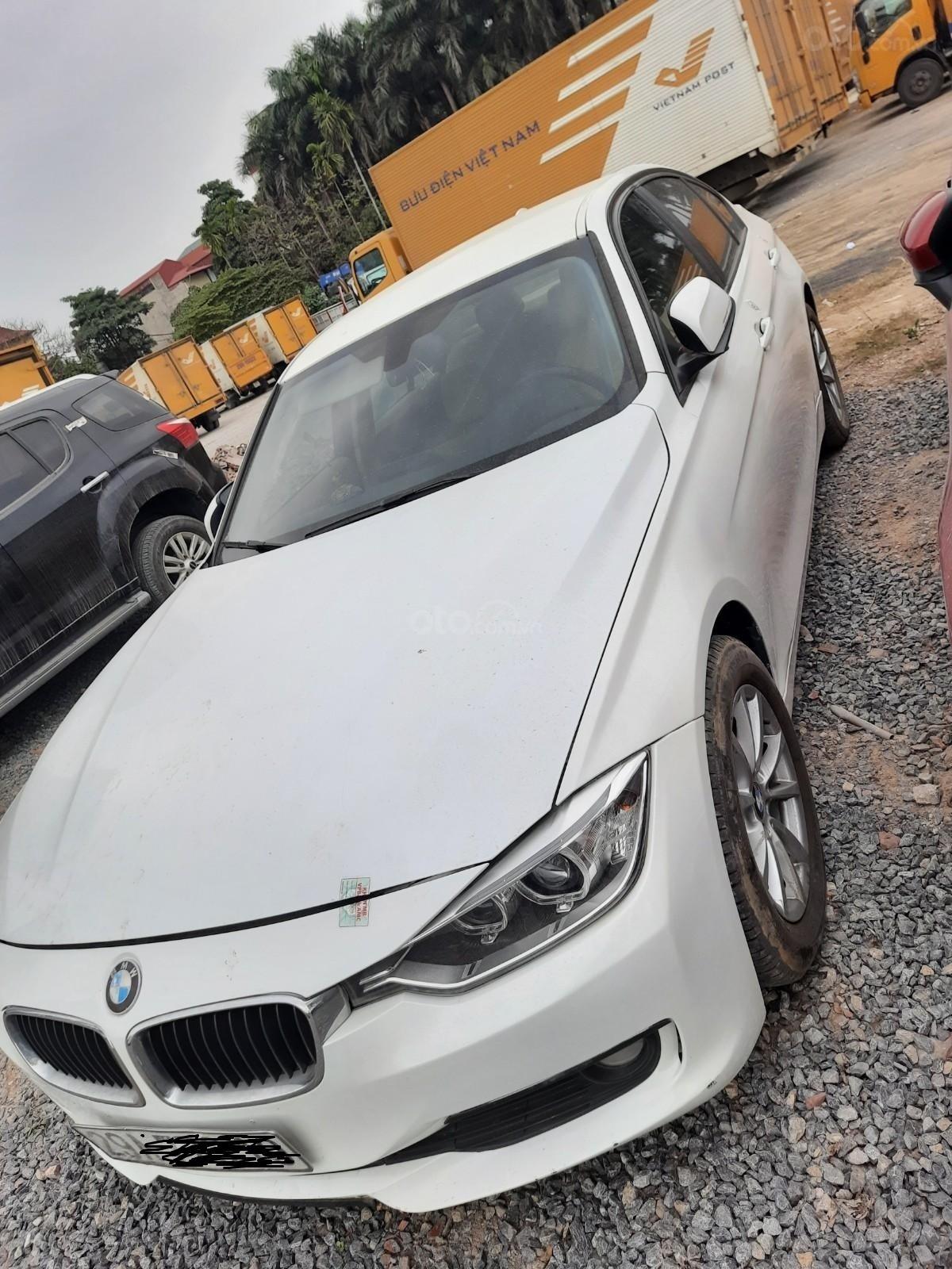 Cần bán lại xe BMW 320i sản xuất 2012 (1)