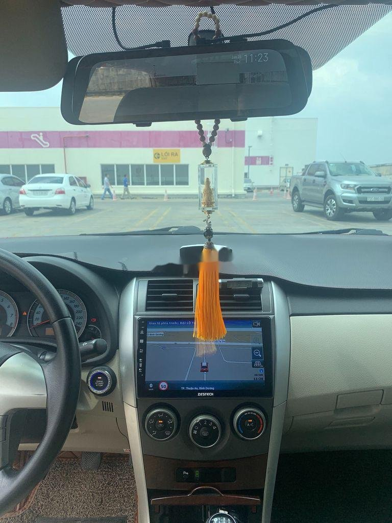 Cần bán lại xe Toyota Corolla Altis năm sản xuất 2014 còn mới (10)