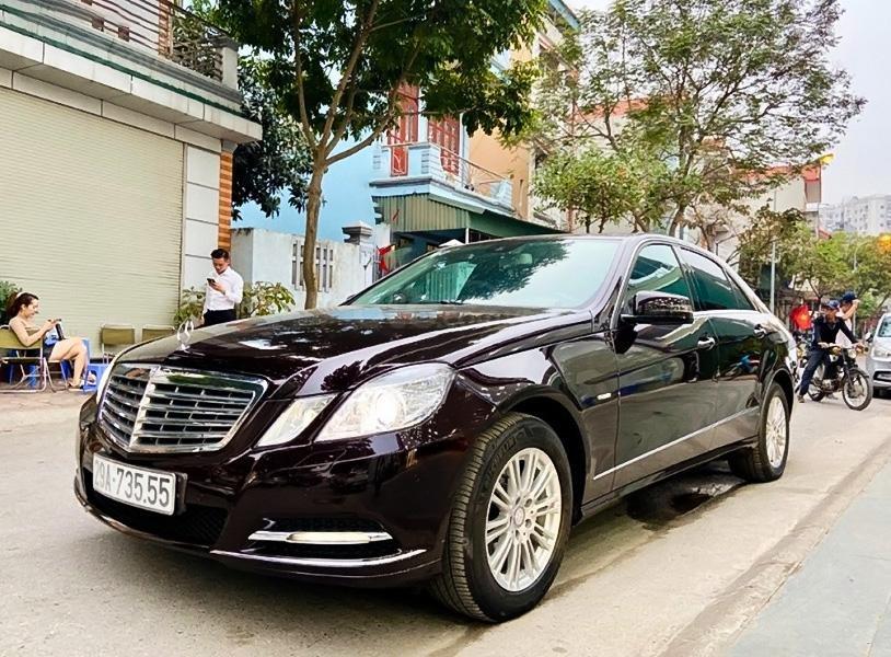 Bán xe Mercedes E200 sản xuất năm 2011, màu đen, 580 triệu (1)
