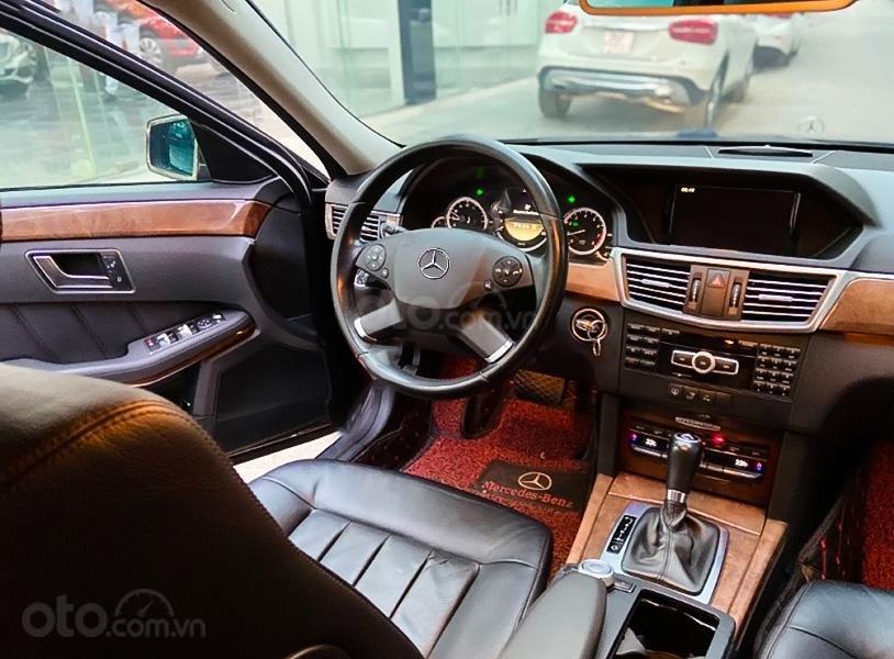 Bán xe Mercedes E200 sản xuất năm 2011, màu đen, 580 triệu (4)