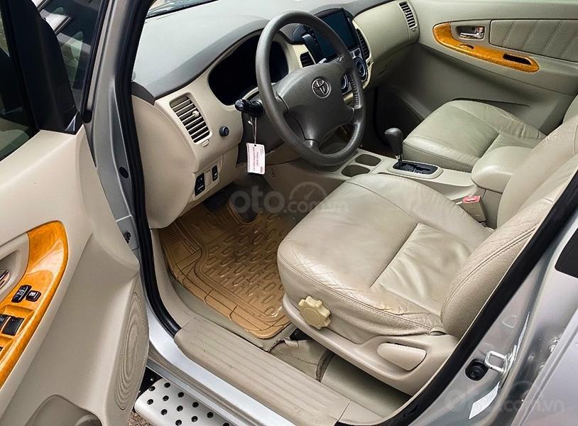 Bán xe Toyota Innova sản xuất 2010, màu bạc như mới (4)