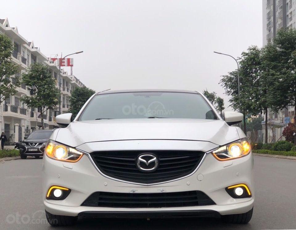Cần bán gấp Mazda 6 2.0 đời 2015, màu trắng chính chủ (1)