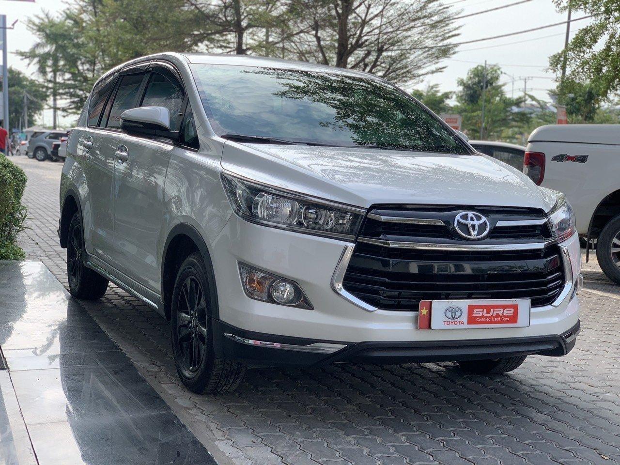 Bán xe Toyota Innova Venturer 2019, 830tr, đồ chơi nhiều (1)