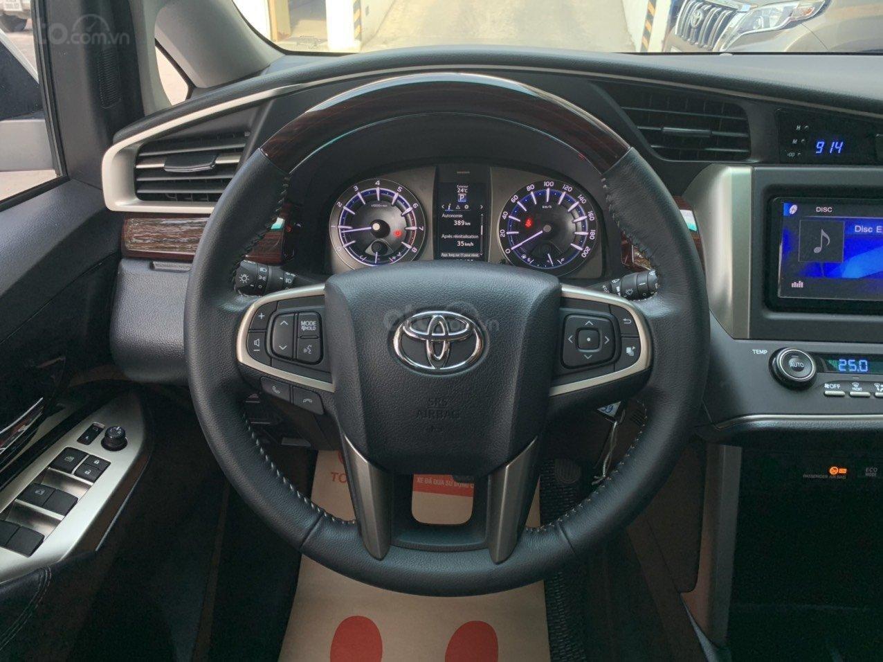 Bán xe Toyota Innova Venturer 2019, 830tr, đồ chơi nhiều (12)