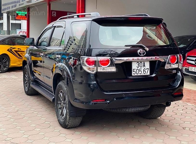 Bán Toyota Fortuner năm sản xuất 2015, màu đen giá cạnh tranh (2)