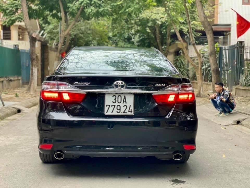 Bán nhanh với giá thấp chiếc Toyota Camry 2.5Q đời 2015 (2)