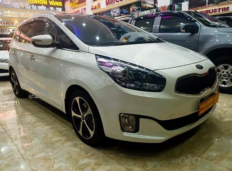 Cần bán gấp Kia Rondo 2016, màu trắng còn mới (1)