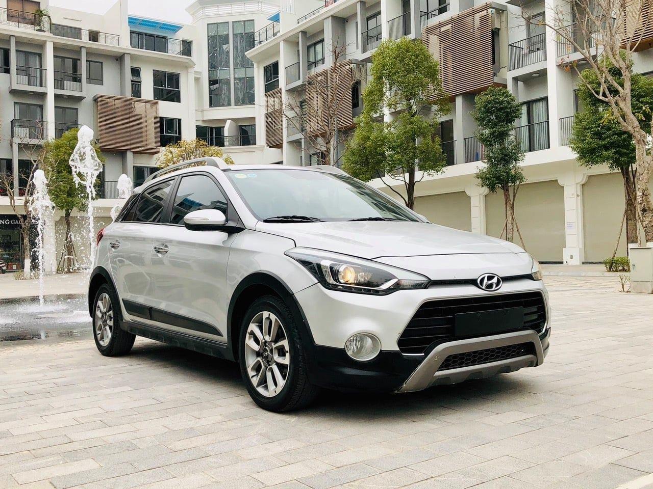 Bán xe Hyundai i20 Active năm sản xuất 2015, màu bạc, xe nhập khẩu, chạy cực ổn định (2)