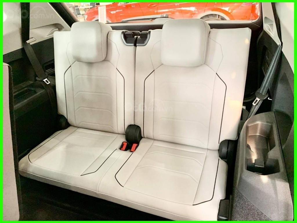Cập nhật hôm nay giá lăn bánh & khuyến mãi xe Tiguan Luxury S 2021 màu trắng, phiên bản cao cấp nhất, liên hệ Mr Thuận (7)