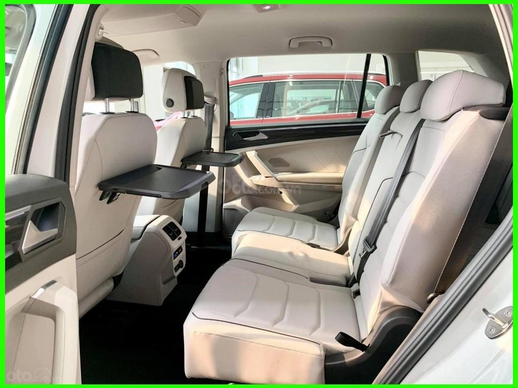 Cập nhật hôm nay giá lăn bánh & khuyến mãi xe Tiguan Luxury S 2021 màu trắng, phiên bản cao cấp nhất, liên hệ Mr Thuận (6)