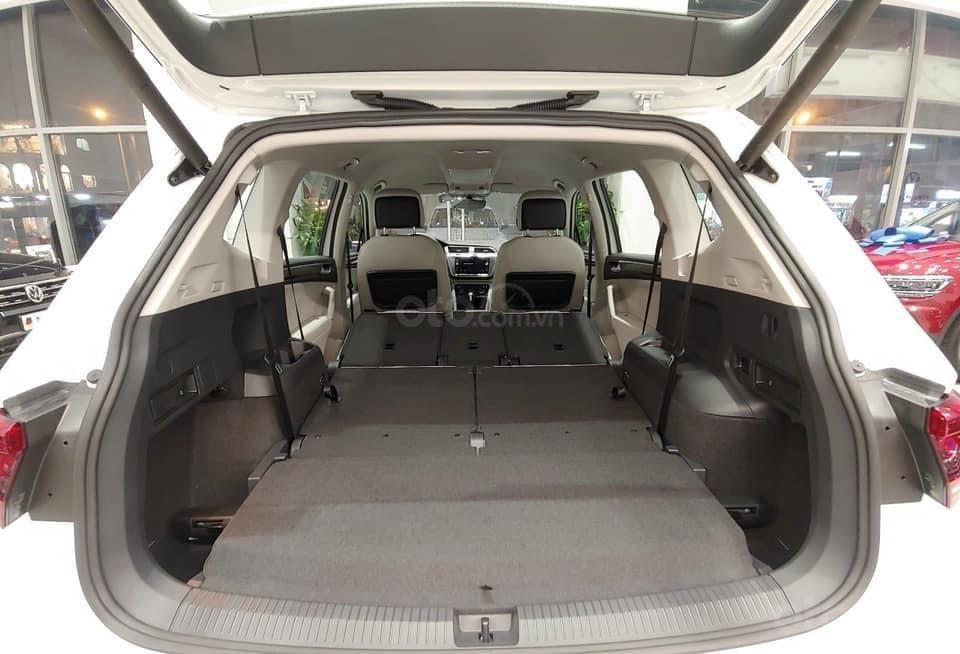 Cập nhật hôm nay giá lăn bánh & khuyến mãi xe Tiguan Luxury S 2021 màu trắng, phiên bản cao cấp nhất, liên hệ Mr Thuận (10)
