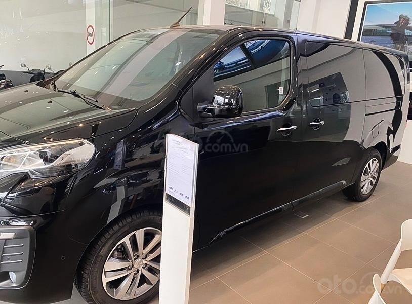 Cần bán xe Peugeot Traveller Luxury đời 2020, màu đen (4)