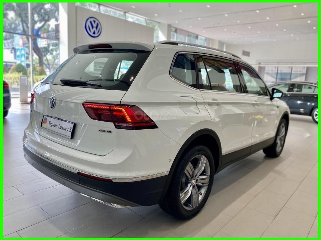 Hôm nay giá lăn bánh & khuyến mãi xe Tiguan Luxury S màu trắng tiếp tục giảm sâu, liên hệ Mr Thuận để có giá tốt nhất (3)
