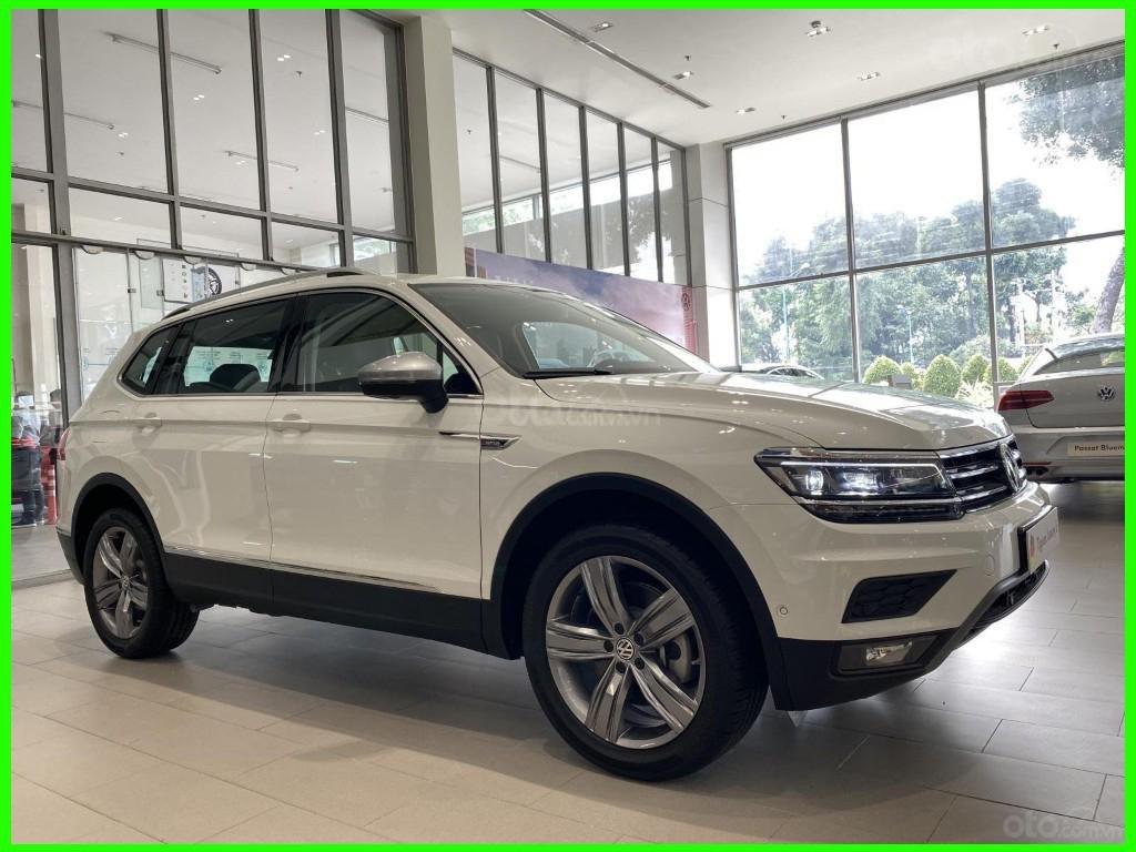 Hôm nay giá lăn bánh & khuyến mãi xe Tiguan Luxury S màu trắng tiếp tục giảm sâu, liên hệ Mr Thuận để có giá tốt nhất (4)