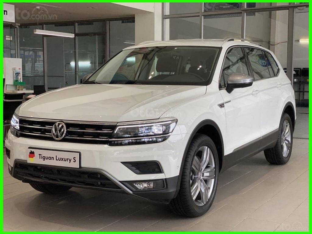 Hôm nay giá lăn bánh & khuyến mãi xe Tiguan Luxury S màu trắng tiếp tục giảm sâu, liên hệ Mr Thuận để có giá tốt nhất (5)