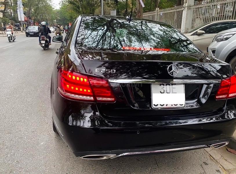 Xe Mercedes E250 năm sản xuất 2013, màu đen còn mới (3)