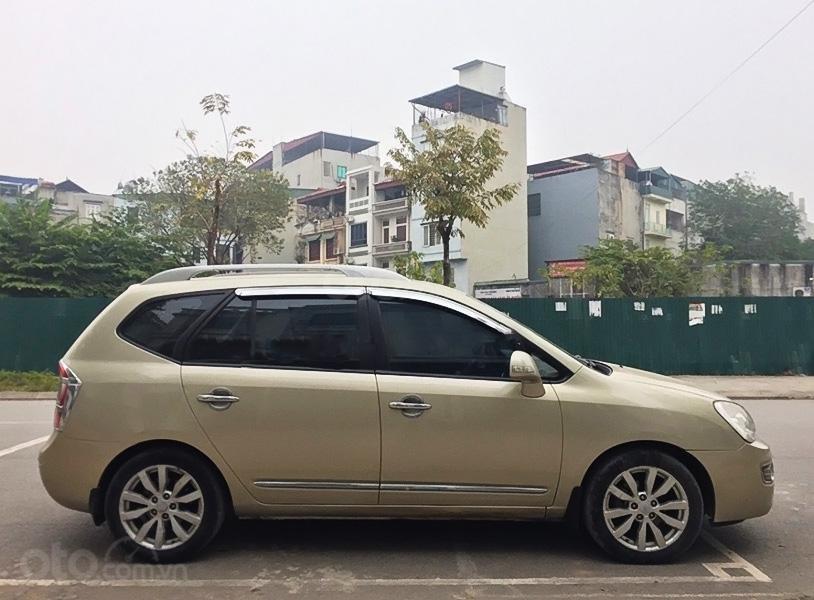 Cần bán lại xe Kia Carens 2011, màu vàng cát (4)