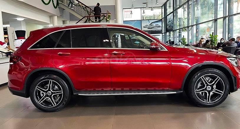 Cần bán Mercedes đời 2021, màu đỏ (1)