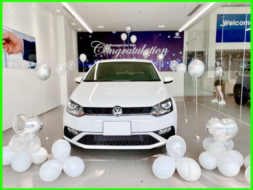 Đang tìm xe cho vợ, xe nhập, an toàn chọn xe nào, gọi Thuận có giá đặc biệt T2/2021 cho Polo Hatchback màu trắng này (3)