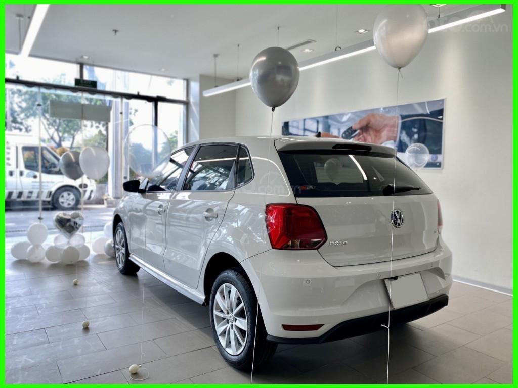 Đang tìm xe cho vợ, xe nhập, an toàn chọn xe nào, gọi Thuận có giá đặc biệt T2/2021 cho Polo Hatchback màu trắng này (2)