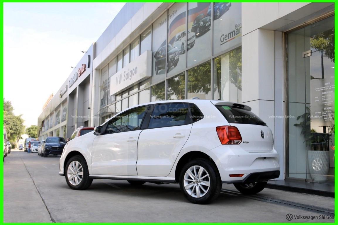Đang tìm xe cho vợ, xe nhập, an toàn chọn xe nào, gọi Thuận có giá đặc biệt T2/2021 cho Polo Hatchback màu trắng này (4)
