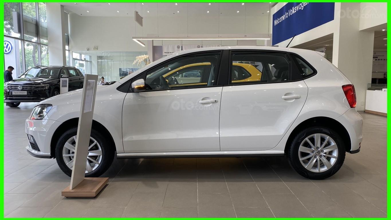 Đang tìm xe cho vợ, xe nhập, an toàn chọn xe nào, gọi Thuận có giá đặc biệt T2/2021 cho Polo Hatchback màu trắng này (7)