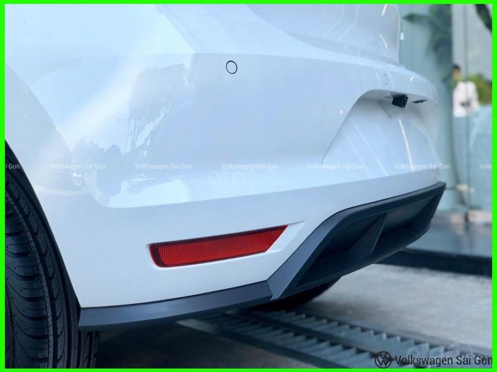 Đang tìm xe cho vợ, xe nhập, an toàn chọn xe nào, gọi Thuận có giá đặc biệt T2/2021 cho Polo Hatchback màu trắng này (11)