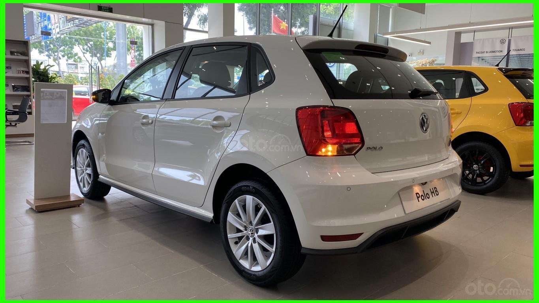 Đang tìm xe cho vợ, xe nhập, an toàn chọn xe nào, gọi Thuận có giá đặc biệt T2/2021 cho Polo Hatchback màu trắng này (8)
