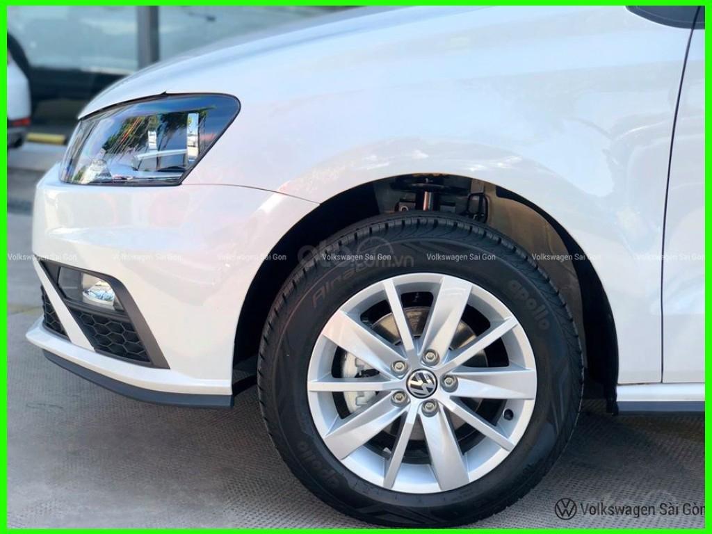 Đang tìm xe cho vợ, xe nhập, an toàn chọn xe nào, gọi Thuận có giá đặc biệt T2/2021 cho Polo Hatchback màu trắng này (13)