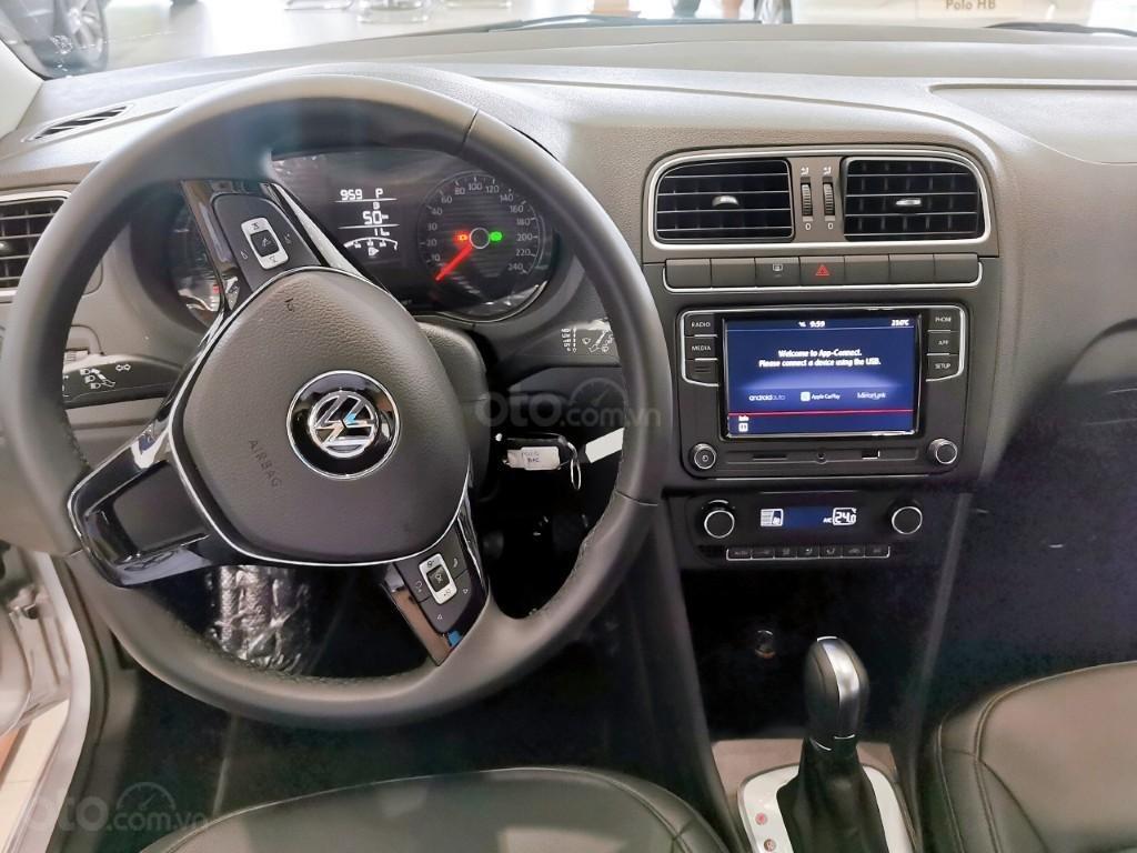 Đang tìm xe cho vợ, xe nhập, an toàn chọn xe nào, gọi Thuận có giá đặc biệt T2/2021 cho Polo Hatchback màu trắng này (14)