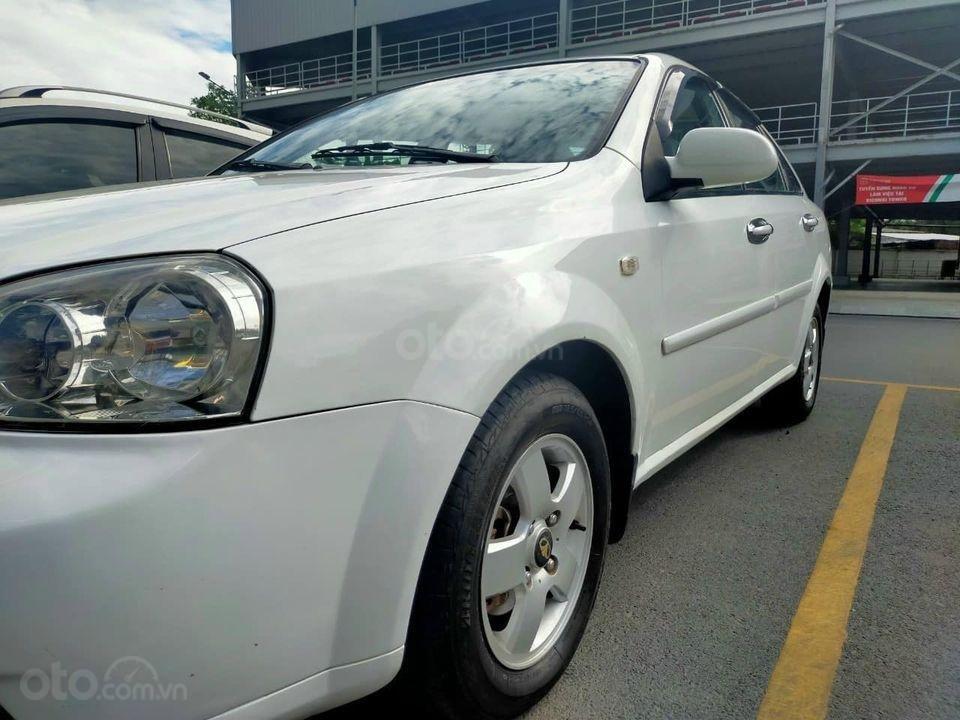 Cần bán Daewoo Lacetti 2011, màu trắng, giá thấp (3)